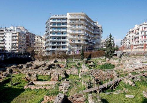 Διοικητικό συγκρότημα στην πλατεία Κυπρίων Αγωνιστών